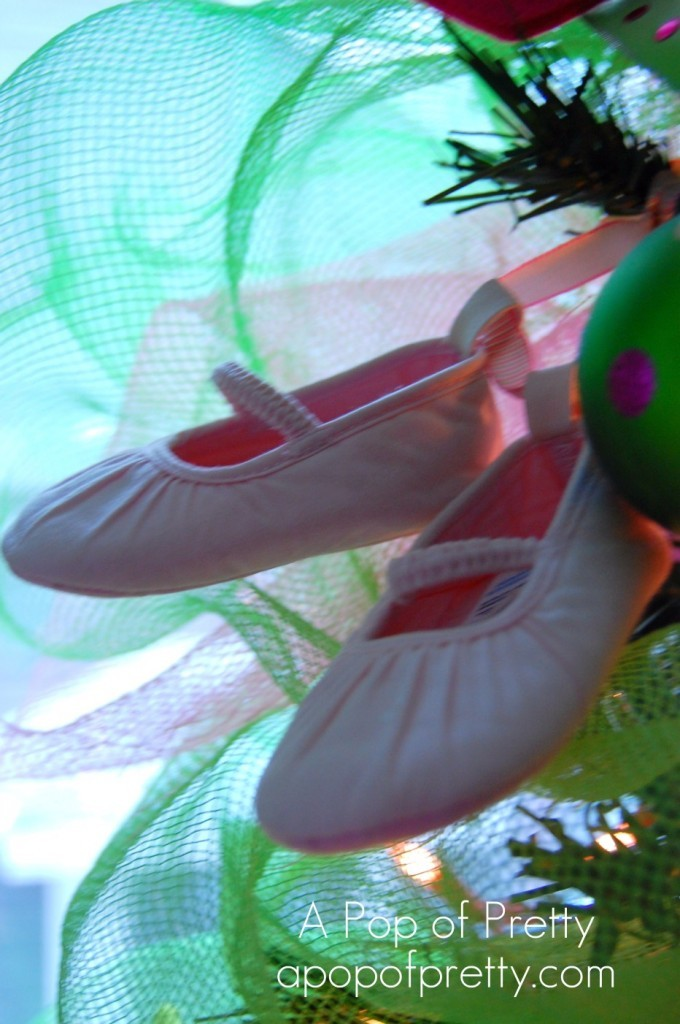 How to decorate a ballerina christmas tree a pop of pretty blog canadian home decorating blog for Ballet shoes christmas decoration