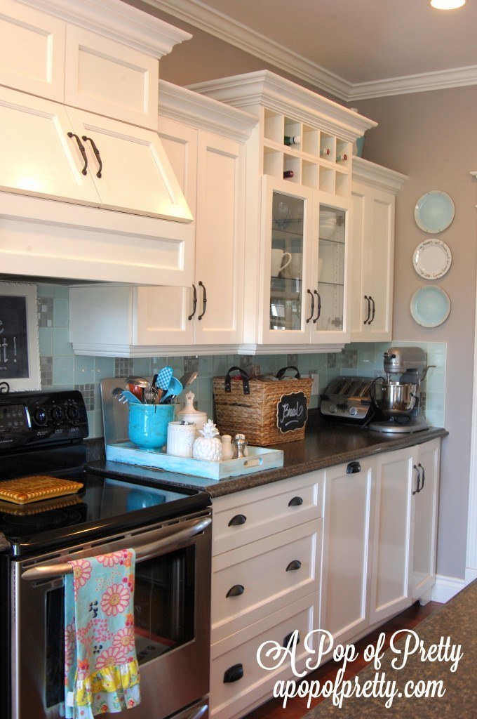 White Kitchen With Gray Walls Benjamin Moore Navajo White: white cabinets grey walls