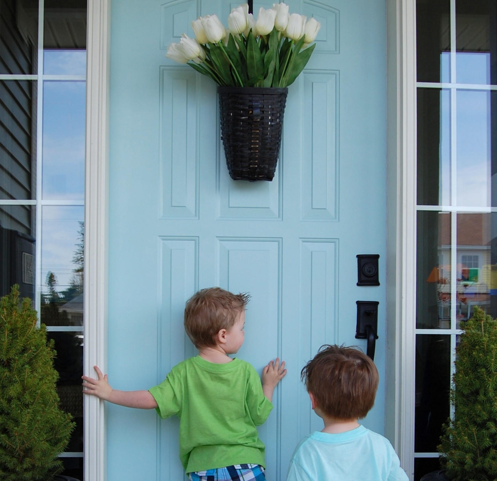 How to paint a door in under an hour {The Harried Mom's Guide to Paint a Front Door!}