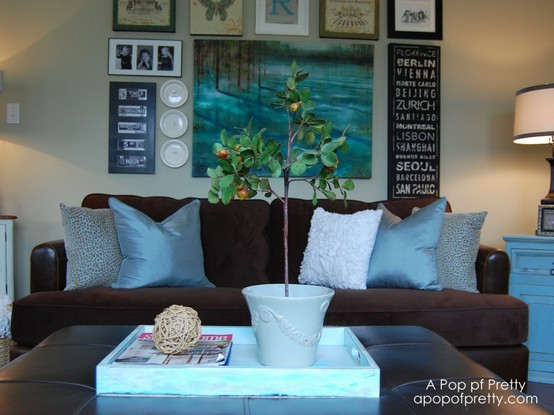 Diy living room gallery wall a pop of pretty blog for Diy living room designs