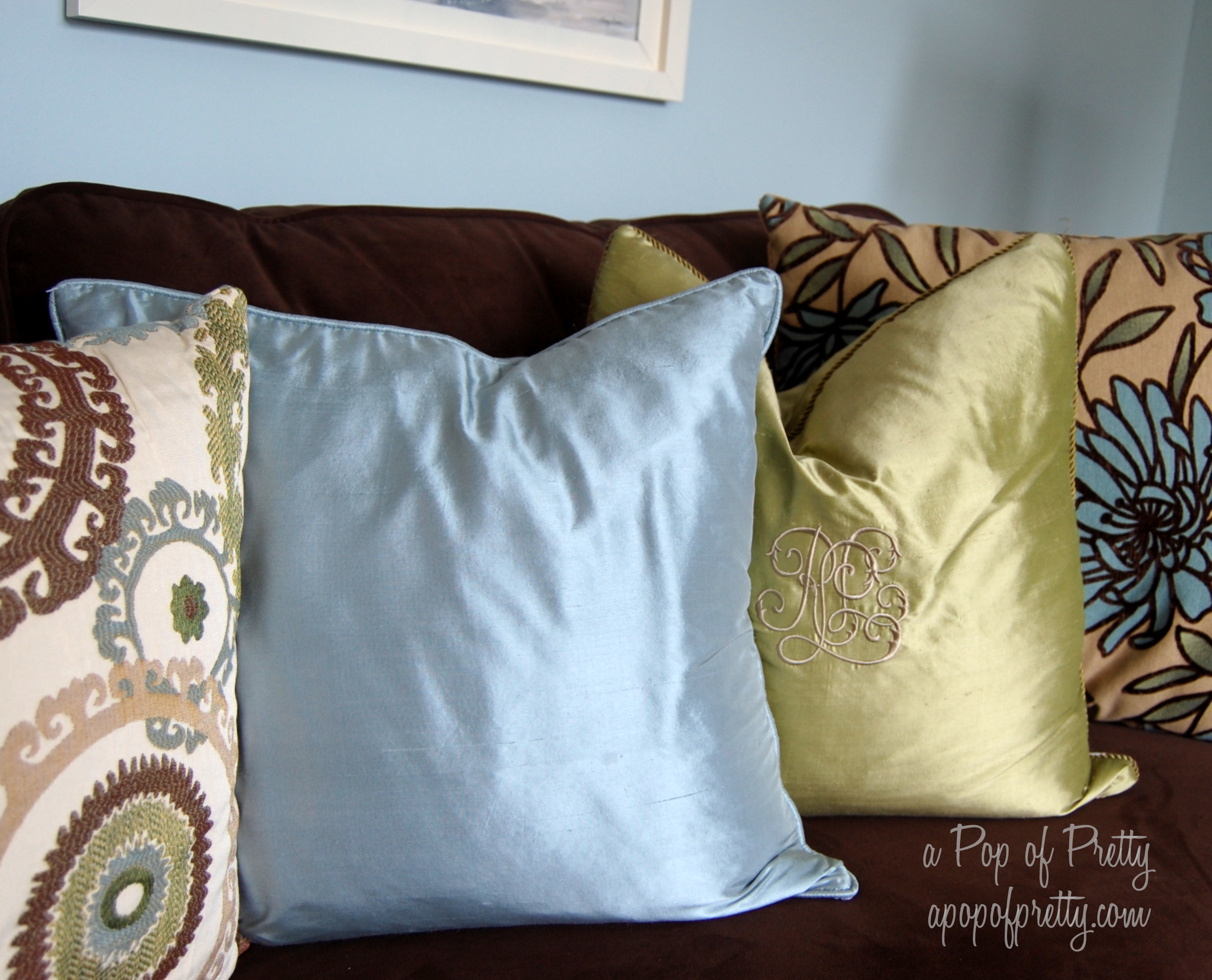 Brown blue living room decor a pop of pretty blog for Blue brown living room decor