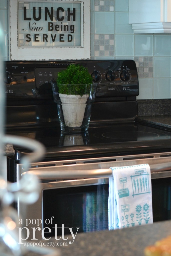 Canadian bloggers home tour - A pop of pretty kitchen 2