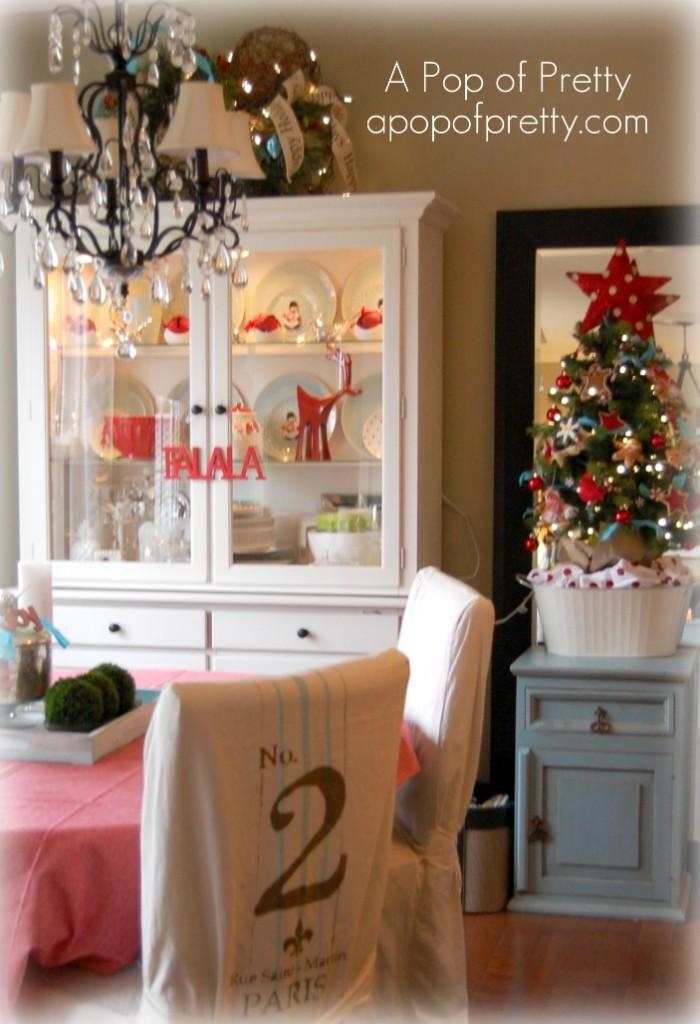 Cottage Christmas Table Decor