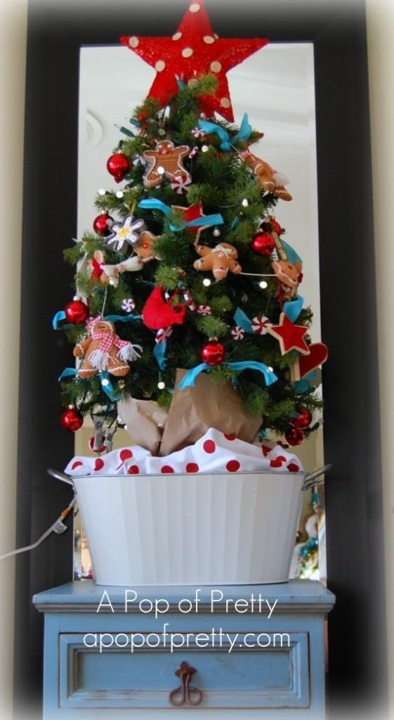 Cottage Christmas Tree - Kitchen