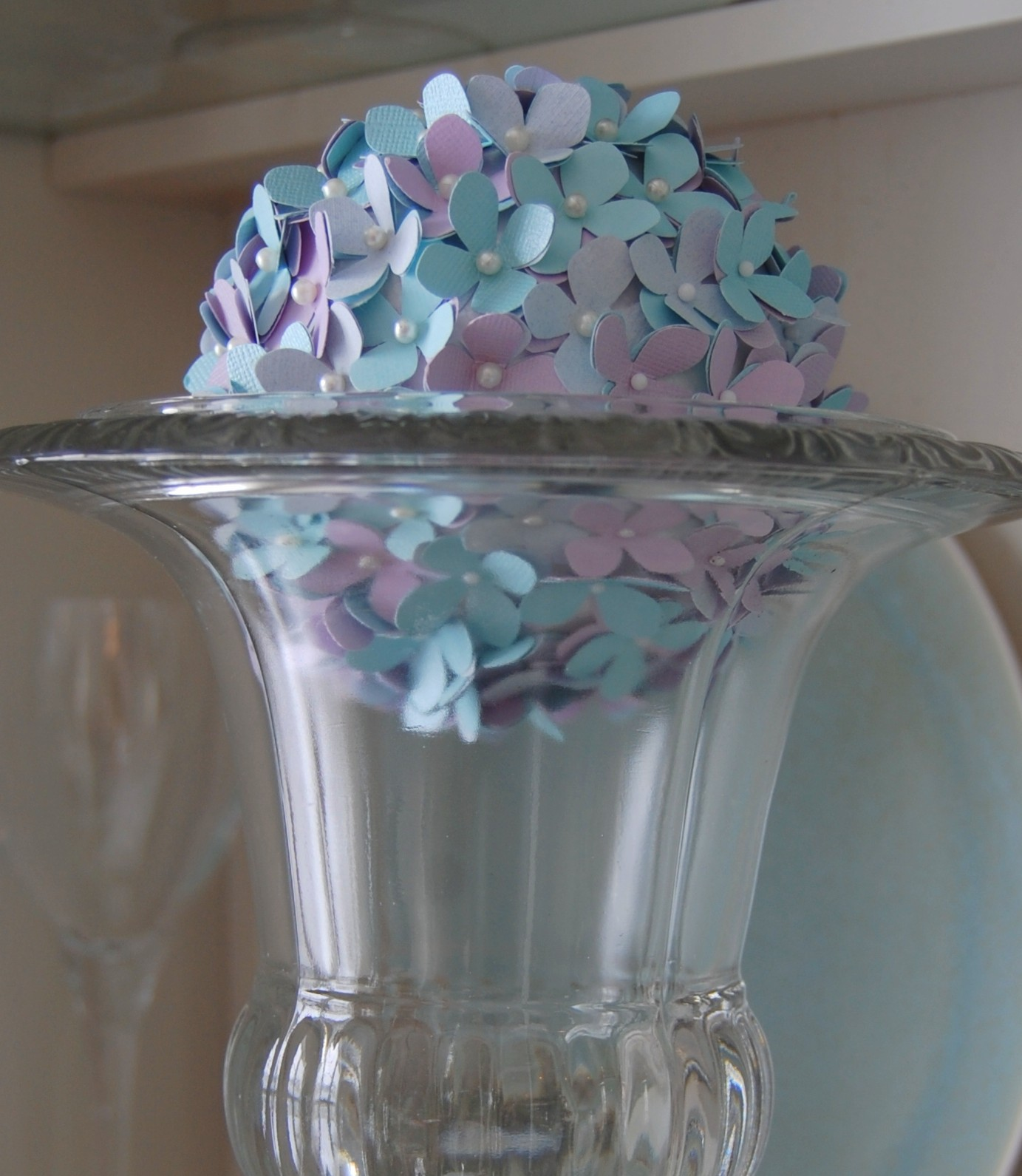 DIY Easter Decor / Craft Idea: Pretty Hydrangea Globes!