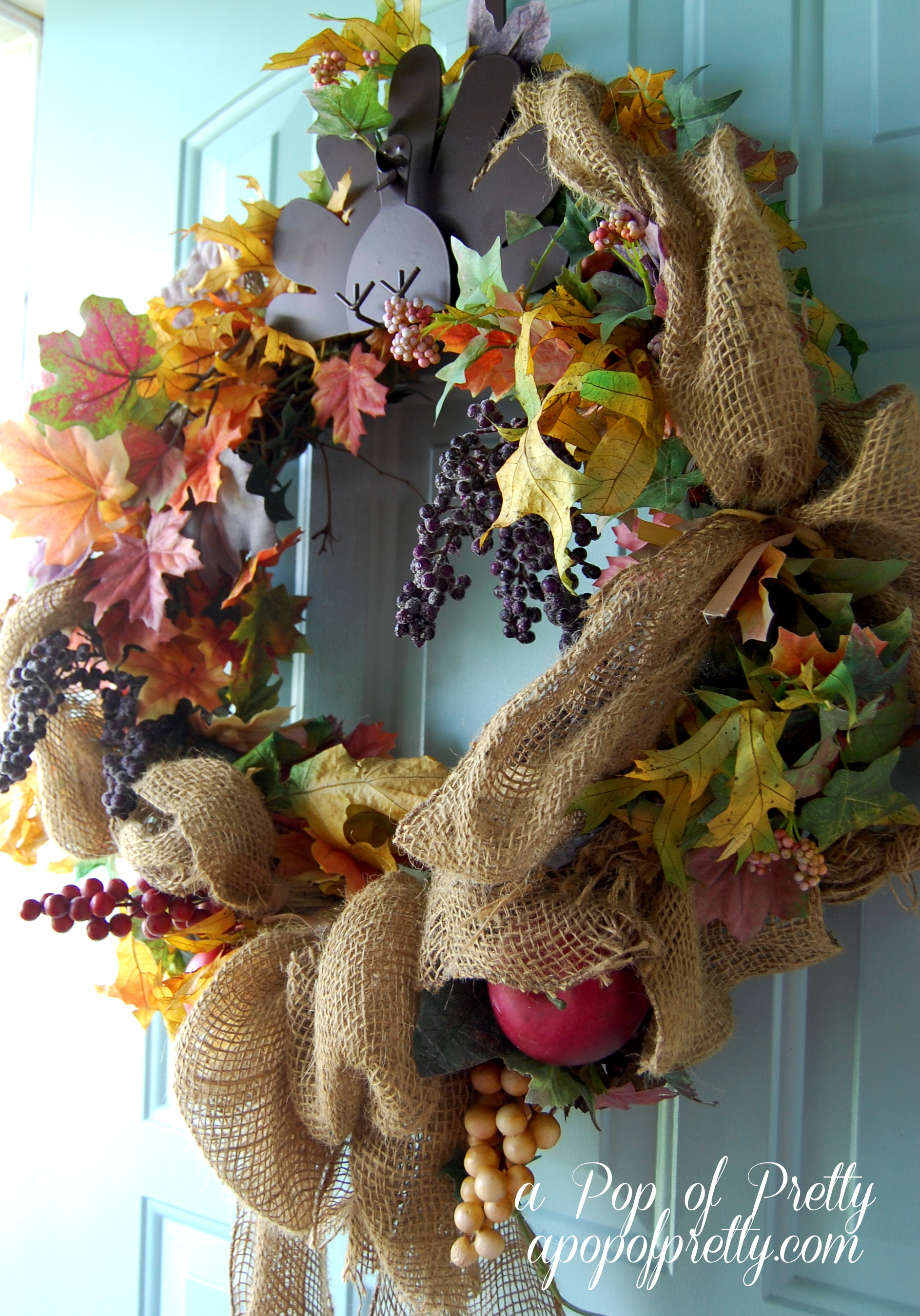Burlap fall wreath a pop of pretty blog canadian home for Decorating blogs canada