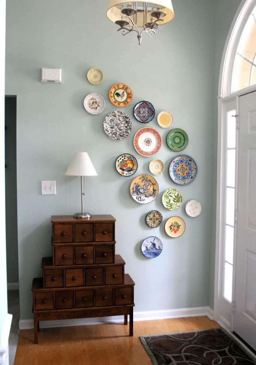 Diy wall art from plates a pop of pretty blog canadian for Home decor blogs