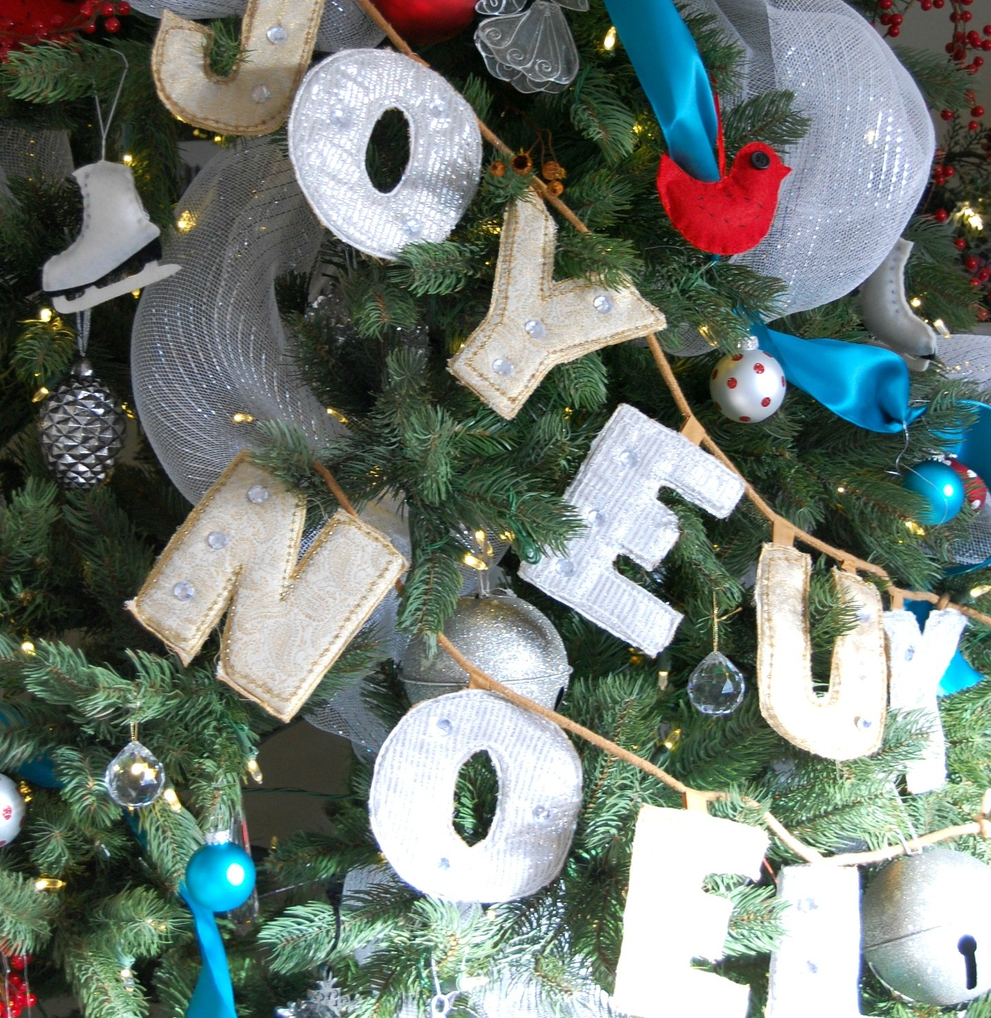 Christmas Tree Decorating Ideas: How to Change Your Color Scheme Affordably