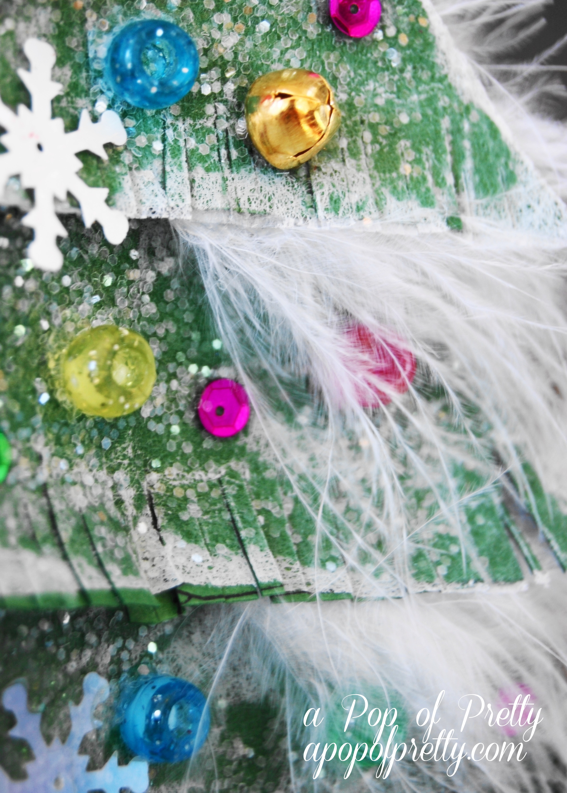 Christmas Craft Ideas for Kids: Sparkly Christmas Tree from Recycled Materials!