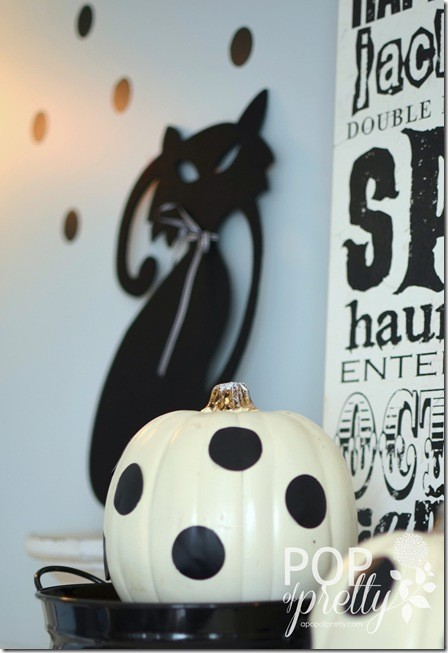 Halloween Decorating Ideas - Mantel