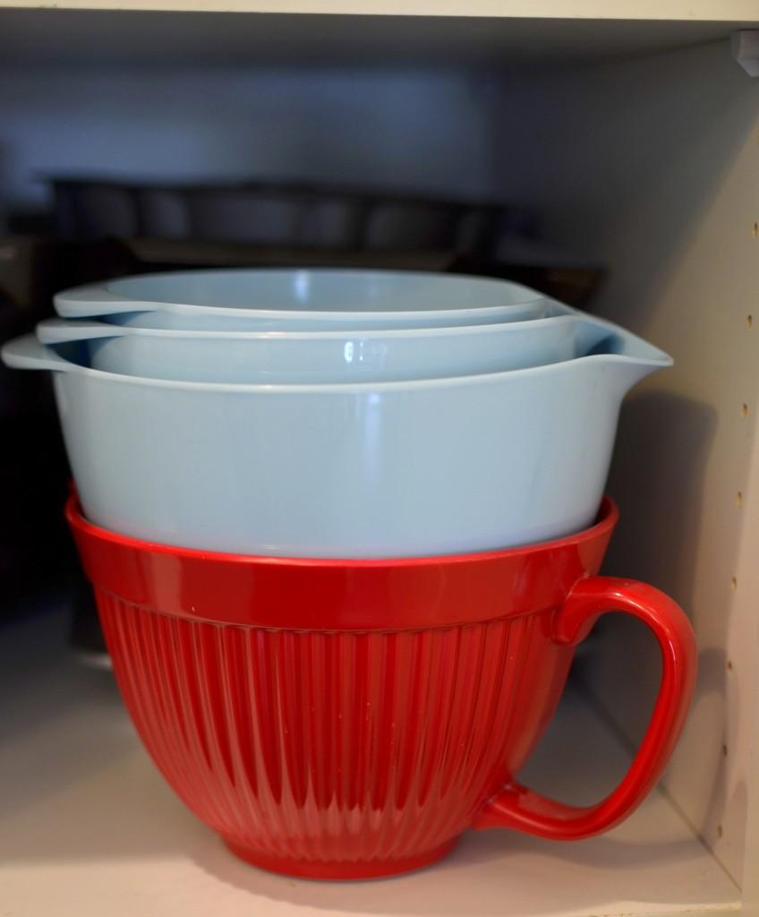 kitchen storage tips - nesting bowls