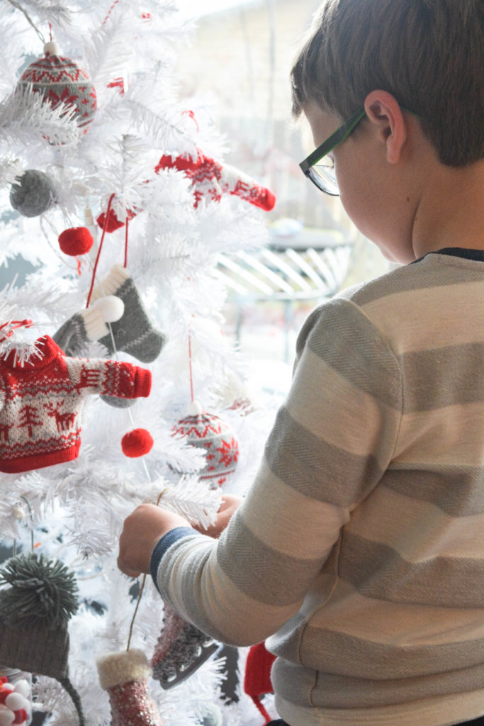 how to decorate a Nordic Christmas tree