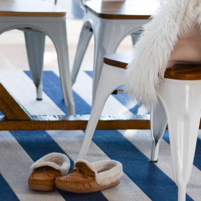 Cozy Lake House Vibe: 5 Decor Tips